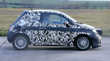 2020 Fiat 500 - spies - side tracking