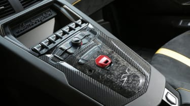 Lamborghini Aventador SV 2015 - controls