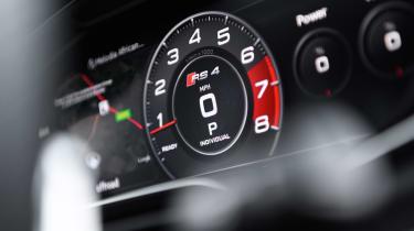 Audi RS 4 Avant - dials