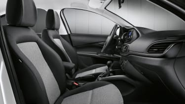 Fiat Tipo Street - front seats