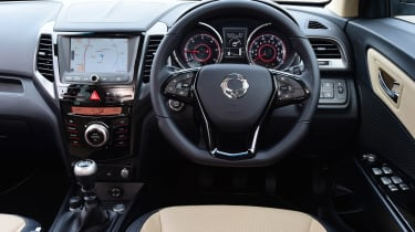 SsangYong Tivoli XLV manual - dash