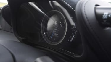 Lexus LC - dials