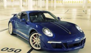 Porsche 911 5M Facebook fans front
