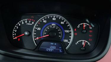 Hyundai i10 facelift 2017 - instruments