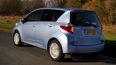 Toyota Verso-S rear tracking