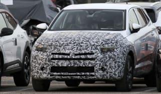 Vauxhall Grandland facelift - spyshot 1