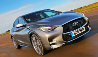 Infiniti Q30 2.2 diesel 2016 - front tracking cropped