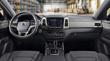 SsangYong Musso - cabin
