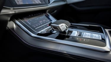 Audi Q7 55 TFSI - gearstick