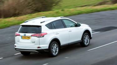 Toyota RAV4 Hybrid UK 2016 - rear tracking