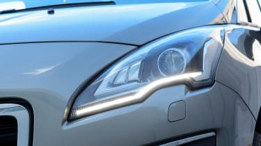 Used Peugeot 3008 - front light