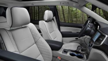 Jeep Grand Cherokee Summit - interior