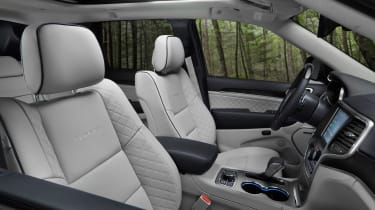 Jeep Grand Cherokee Summit - interior