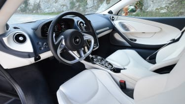 McLaren GT - dash