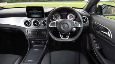 Mercedes GLA - dash