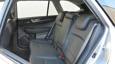 New Subaru Outback 2015 rear seats