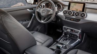 Mercedes X-Class - dash