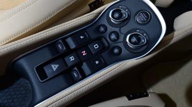 McLaren 570GT - centre console