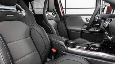 Mercedes-AMG GLA 35 - seats