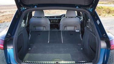 Audi e-tron - boot seats down