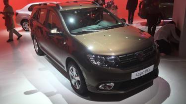 Dacia Logan MCV Paris front three quarter