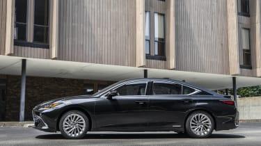 Lexus ES side