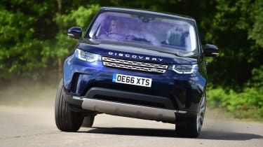 Land Rover Discovery TD6 - front cornering