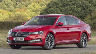 Skoda Superb - front static