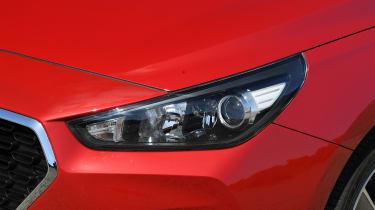 Hyundai i30 Fastback - headlight