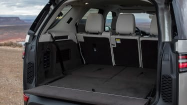 Land Rover Discovery 2017 boot seats down