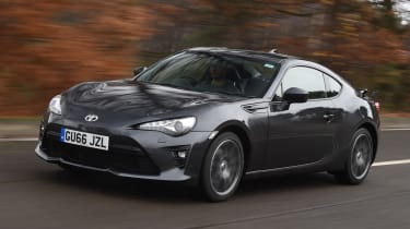 Toyota GT 86 2017 facelift - front tracking