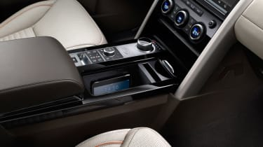 Land Rover Discovery 2017 - official centre console 3