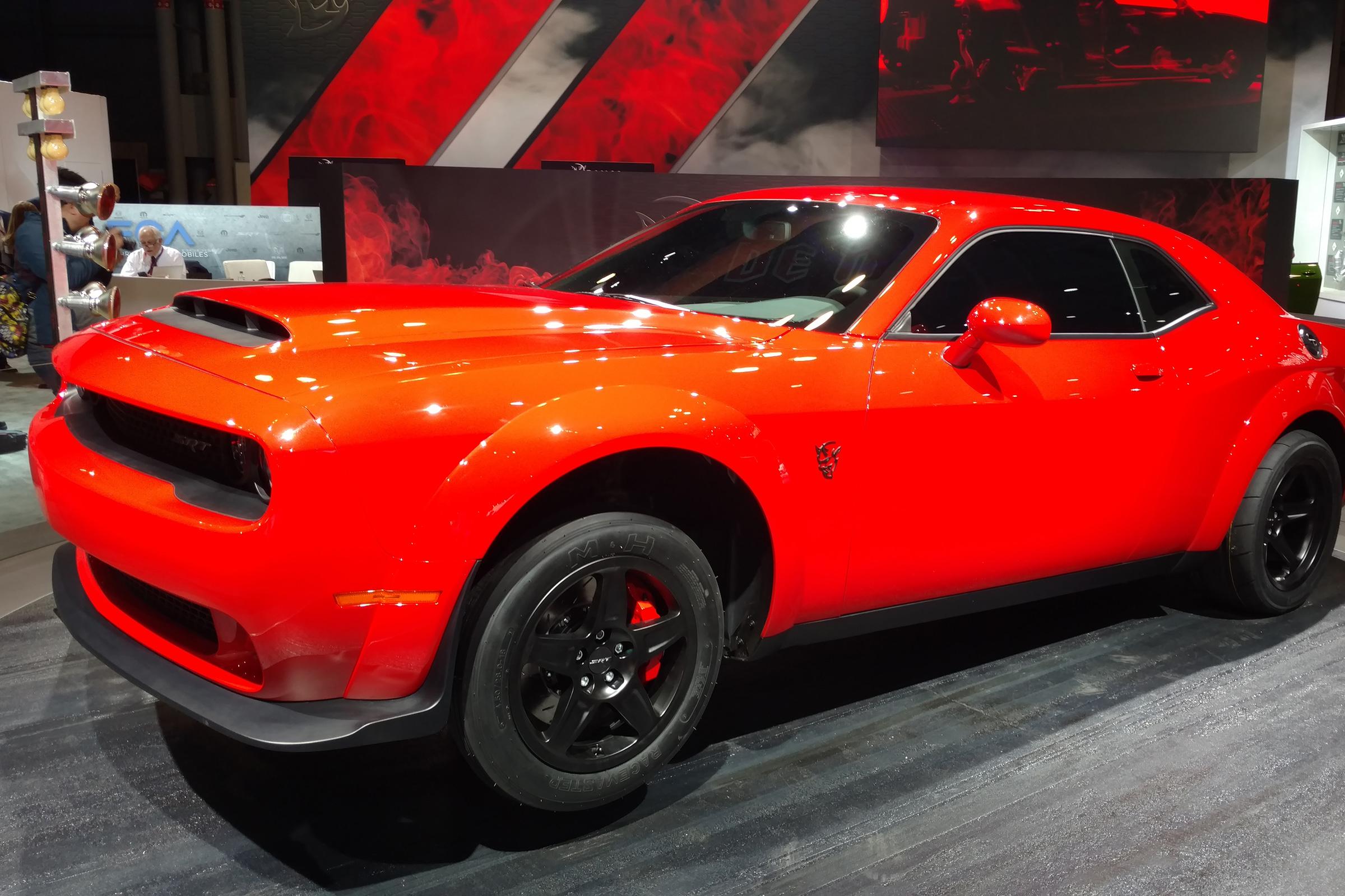 Dodge Unleashes 829bhp Wheelie Popping Challenger Srt Demon Auto Express