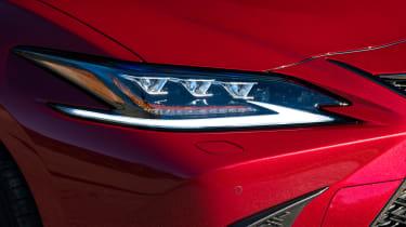 Lexus es 300h headlight