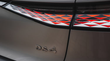 DS 4 - rear badge