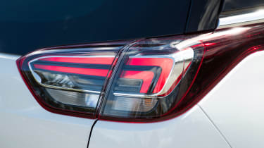 Vauxhall Crossland X - rear light