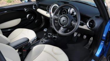 MINI Hatchback Cooper SD dash