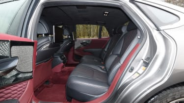 Lexus LS - back seats