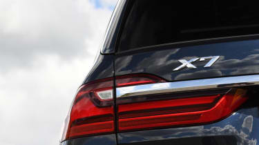 BMW X7 - brake lights