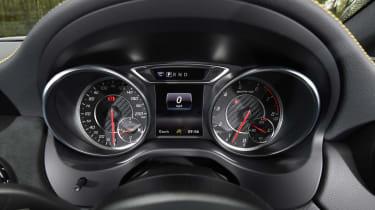 Mercedes-AMG GLA 45 Yellow Night Edition - dials