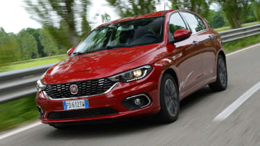 Fiat Tipo hatch 2016 - front tracking