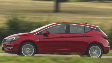 Vauxhall Astra 2019 facelift - side tracking