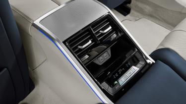 BMW 8 Series Gran Coupe - rear screen
