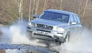 Volvo XC90 off road