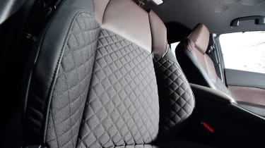 Toyota C-HR - front seats