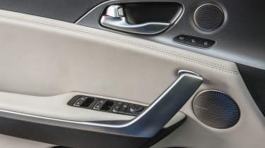 Kia Stinger - seat details