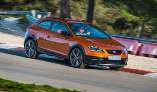 SEAT Leon Cross Sport cornering