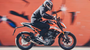 KTM Duke 125 review - side profile