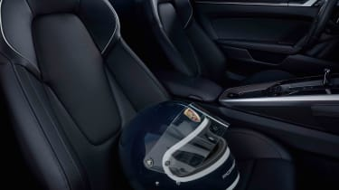 Porsche 911 Belgium Legend Edition - helmet