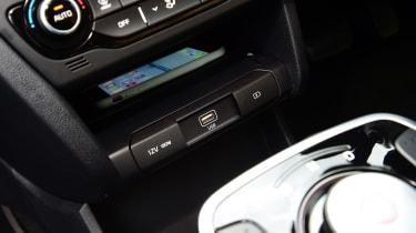 Kia e-Niro - wireless phone charging